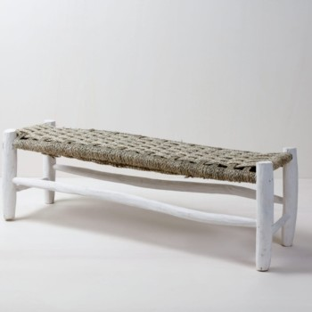 Moroccan Bench Pura | Pura is a Moroccan bench made of white lacquered wood and a braided seat. Whether beach wedding, garden party or dinner party in Moroccan flair - the Moroccan bench Pura is a beautiful choice. | gotvintage Rental & Event Design