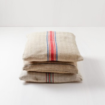 Pillow Daniel | Vintage pillows, square-cut, various colours, for seating or decoration. | gotvintage Rental & Event Design