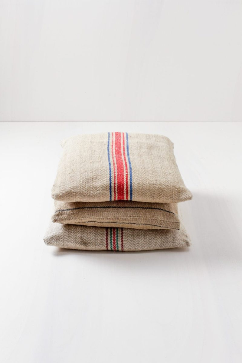 Pillow Daniel | Vintage pillows, square-cut, various colours, for seating or decoration. | gotvintage Rental & Event Design