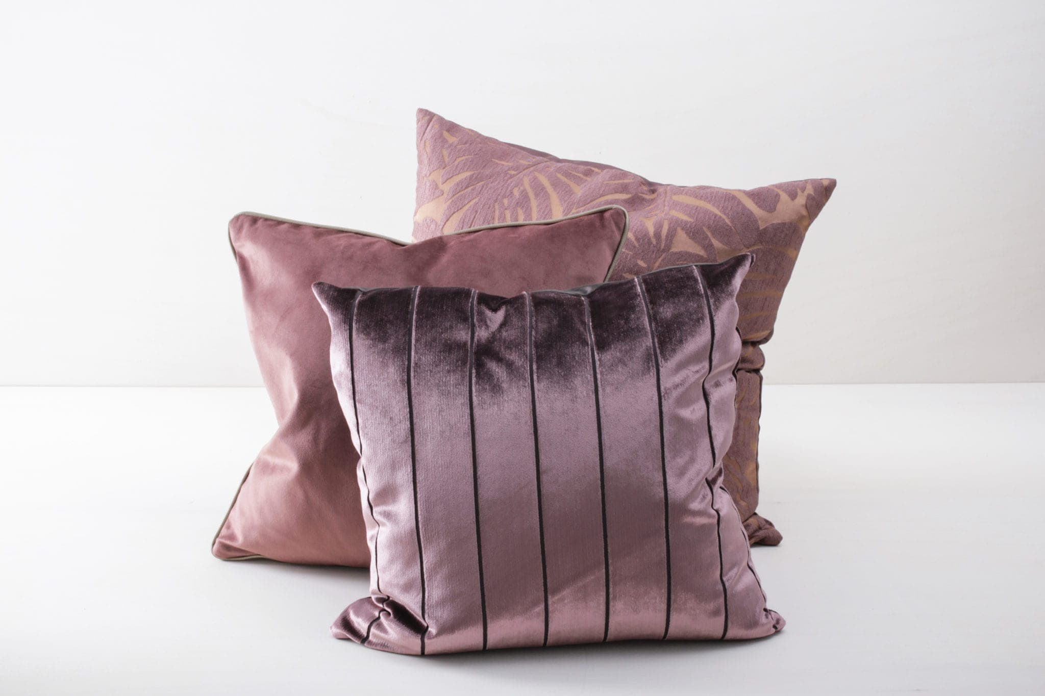 Pillow Monica 60x60 | Soft pillows with slightly shiny surface and leaf pattern, made of cotton. Several colours and patterns to combine. | gotvintage Rental & Event Design