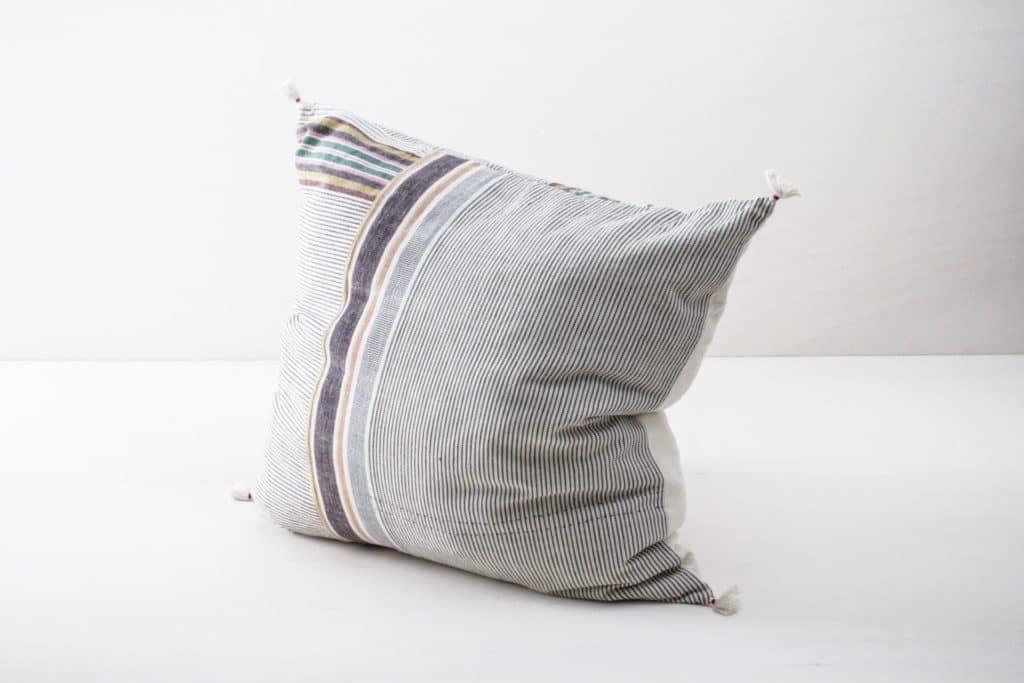 Kissen Orlanda 60x60 | Diese farbigen Kissen aus organischer Kala Baumwolle sind schön weich und kuschelig. | gotvintage Rental & Event Design