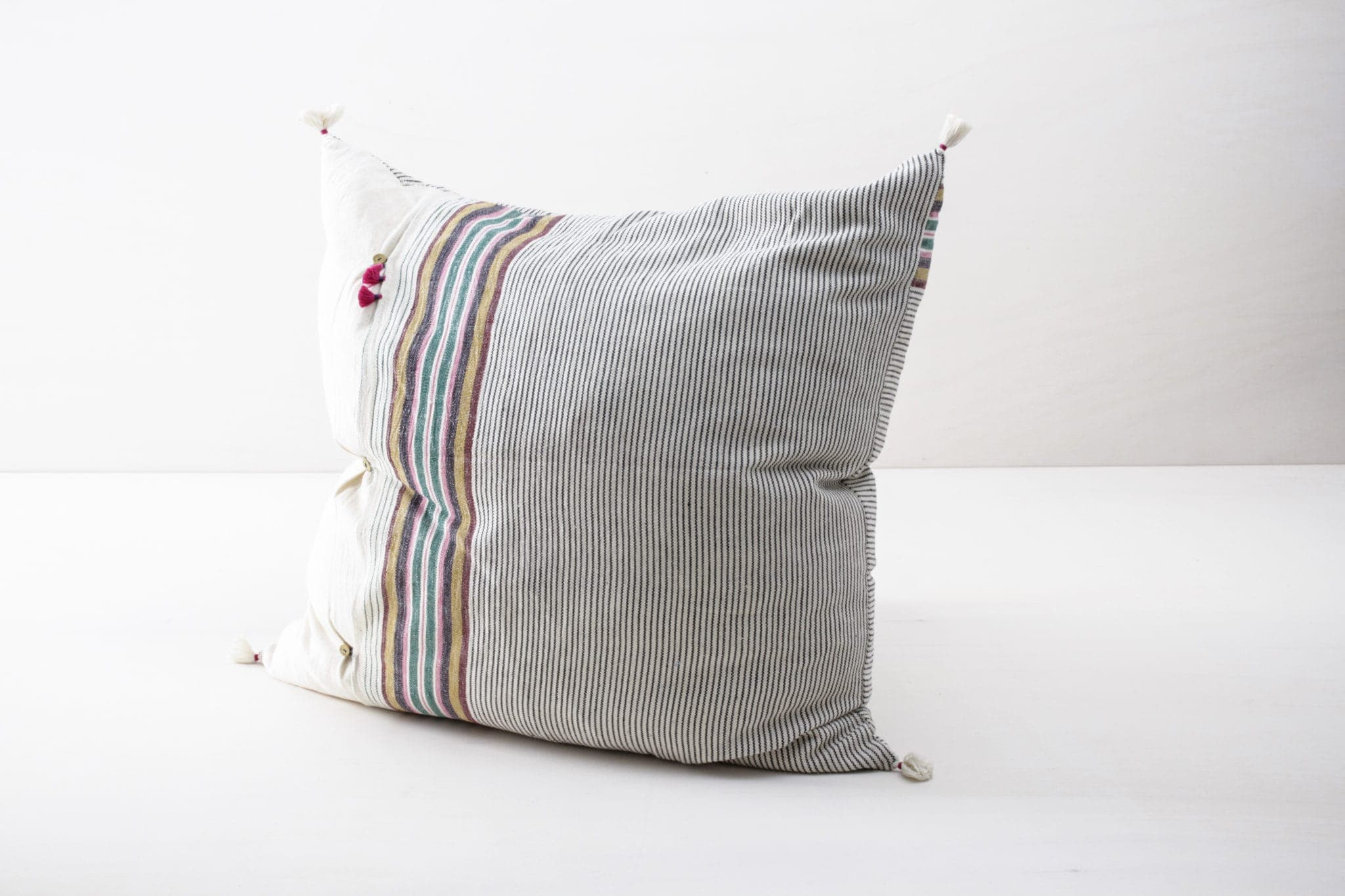 Pillow Orlanda 60x60 | Soft, colorful and made of organic Kala cotton. These pillows are super cosy. | gotvintage Rental & Event Design
