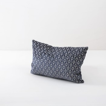 Pillow Raimundo Blau 30x45 | Soft pillows with slightly shiny surface, made of cotton. Several colours and patterns to combine. | gotvintage Rental & Event Design