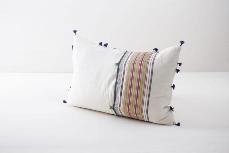Kissen Sonia 40x60 | Diese farbigen Kissen aus organischer Kala Baumwolle sind schön weich und kuschelig. | gotvintage Rental & Event Design