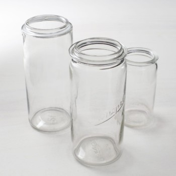 Preserving Jars Sara | The preserving jars Sara in various shapes and sizes can be used in many ways. They look particularly good, for example, as glass vases with summer flowers on a long table or arranged on the floor. Thus the Sara jars flatteringly complement every vintage event and can be used for a wedding as well as for a summer event. With LED real wax candles, you can magically create a lantern out of them. | gotvintage Rental & Event Design
