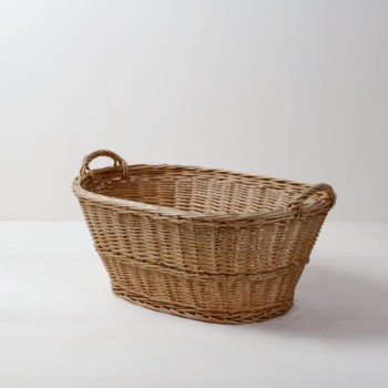 Rattan Basket Borja | Rattan basket for arranging accesories, such as blankets, pillows or goodie-bags. | gotvintage Rental & Event Design