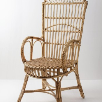 Rattan Chair Jose | This beautiful vintage rattan chair still looks great. To relax in the garden, as a beautiful detail in a lounge or during a wedding ceremony, the brown rattles complete the look. Beautiful rattan chair in good original condition. Suitable for outdoor use. | gotvintage Rental & Event Design