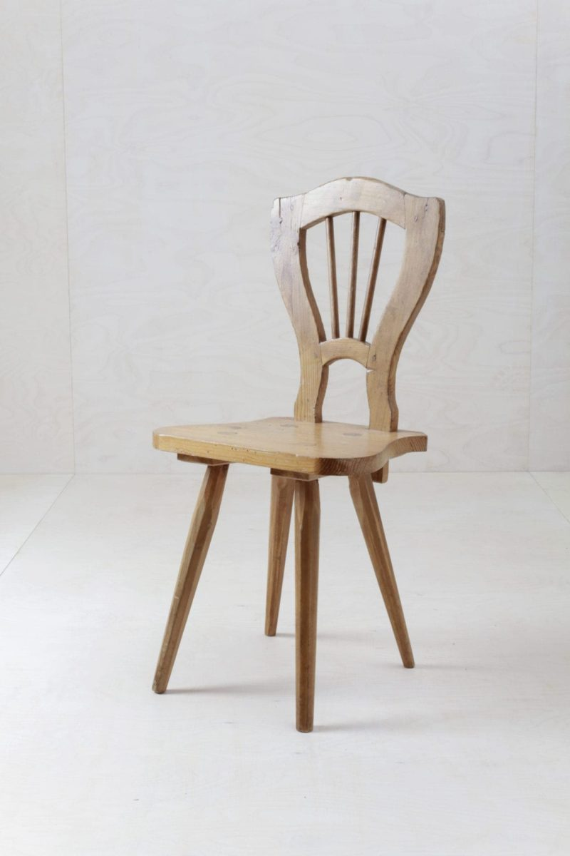 Rustic Dining Chair Josue | Simple rustic German farm chair for decoration. | gotvintage Rental & Event Design