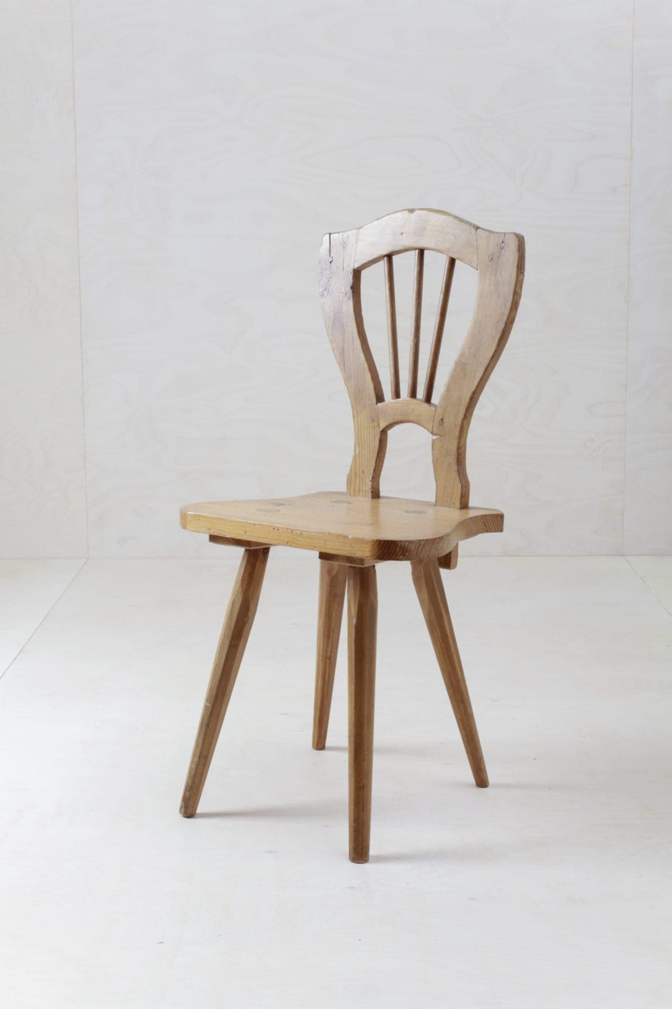 Moderner Vintage, Bauernstuhl, Holzstuhl, Schalenstuhl zu mieten