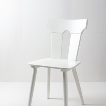Rustic Dining Chair Pilar | These rustic mismatching wooden chairs enhance any table setting. Their individual shapes and designs create a unique but striking picture at your party, wedding or event. The chairs are lacquered in white silk matt. | gotvintage Rental & Event Design