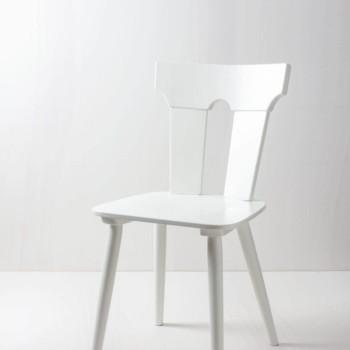 Bauernstuhl Pilar | Weiß-seidenmatt lackierter Bauernstuhl. Farbe kann auf Wunsch geändert werden. Größere Anzahl verfügbar. | gotvintage Rental & Event Design
