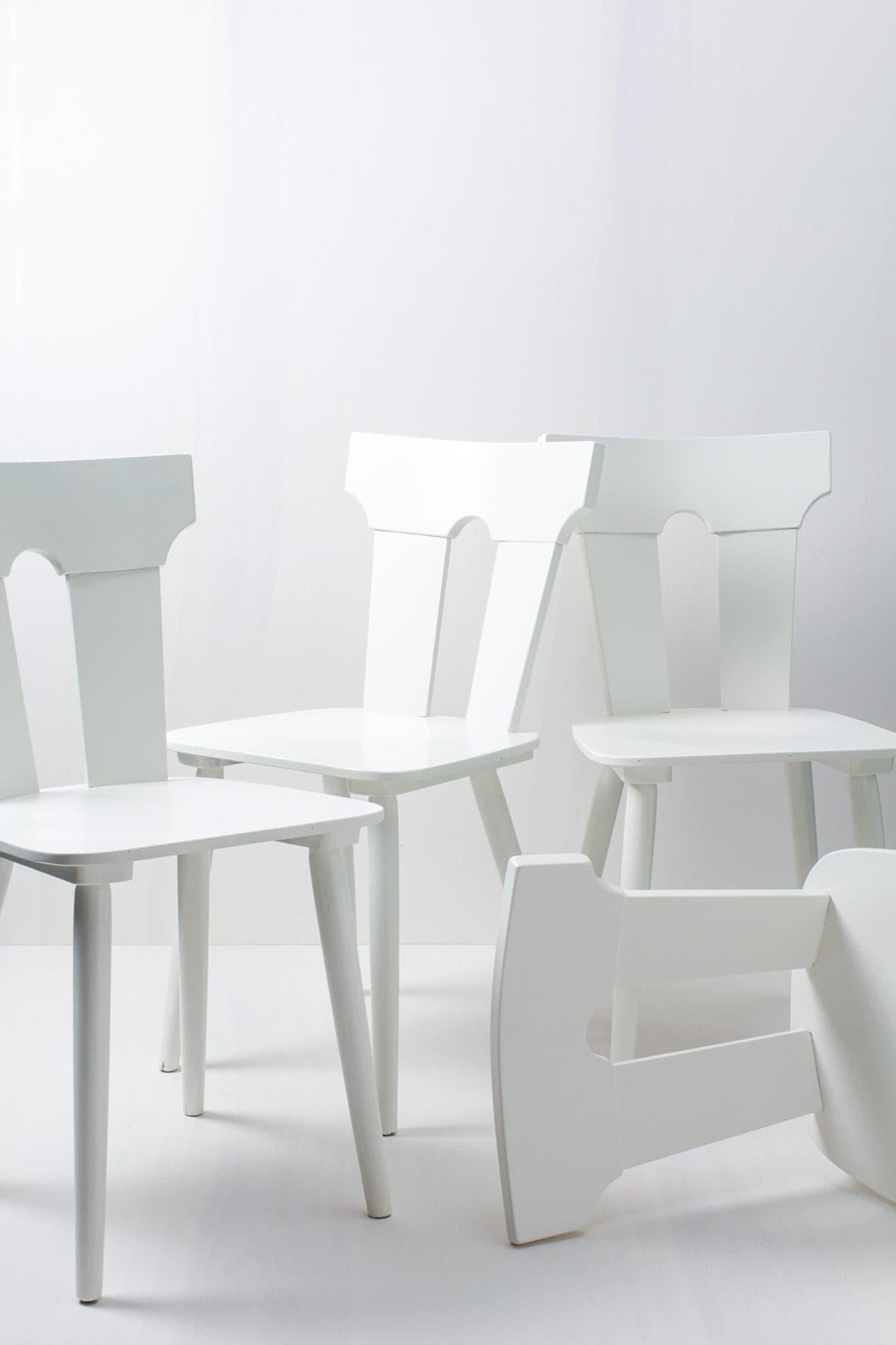 Rustikale, weiße Holzstühle mieten, rustikale Mietmöbel
