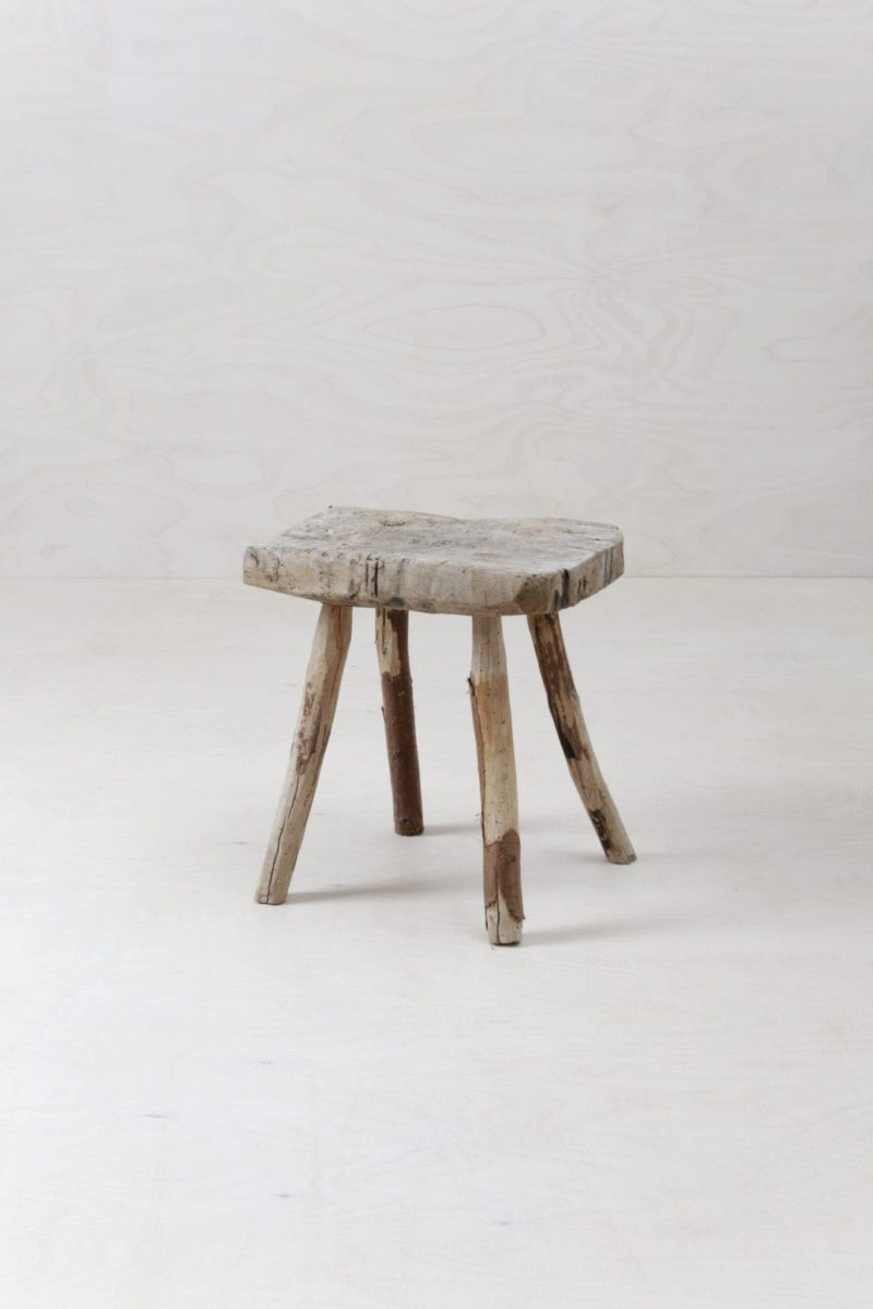 Rustic Wooden Stool Dulcine | Rustic farm stool, ideal object for decoration or as a small side table. | gotvintage Rental & Event Design