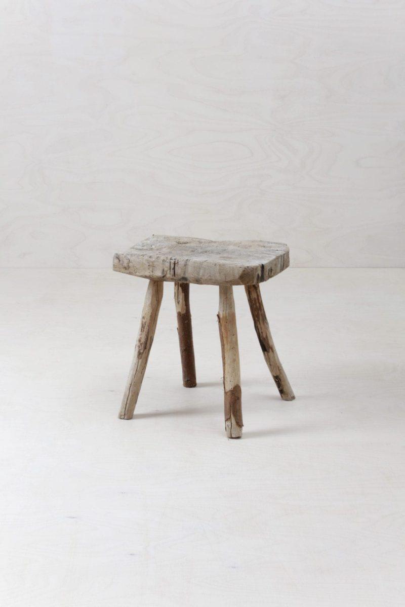 Rustikaler Hocker Dulcine | Rustikaler Bauernhocker. Funktions Dekoration oder kleiner Beistelltisch. | gotvintage Rental & Event Design