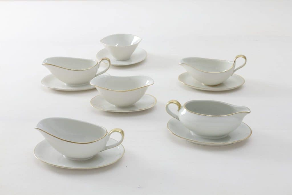 Sauce Boat Magdalena Ivory Colored | Elegant ivory coloured sauce boats with gold rim. Mismatching though almost matching, curated out of German porcelain from the 1930s to the 1960s. | gotvintage Rental & Event Design