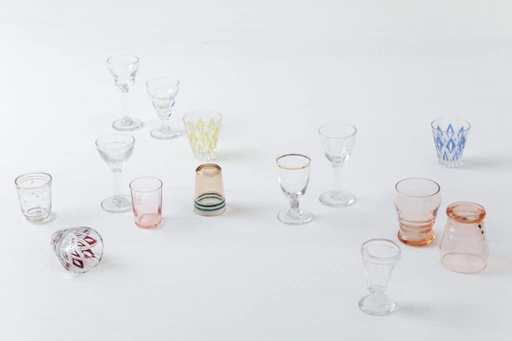 Schnapsgläser Patricia Mismatching | Verschiedene Schapsgläschen, jedes individuell in Form und Farbe. Erzeugen ein sehr schönes buntes Bild. | gotvintage Rental & Event Design