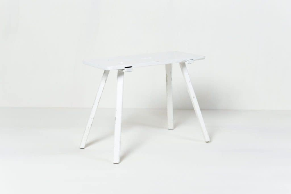 Side Table Carla | White finished side table. Pretty and unobtrusive.Very versatile. | gotvintage Rental & Event Design