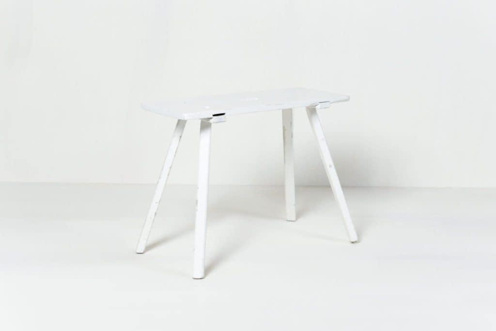 Beistelltisch Carla | Weiß lackierter Beistelltisch. Hübsch und dezent.  Vielfältig verwendbar. | gotvintage Rental & Event Design