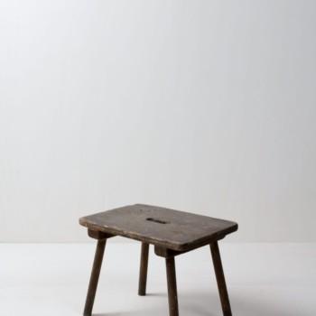 Kleiner Holztritt Martino | Kleiner Tritt aus Holz. Eignet sich super für Dekorationen, um verschiedene Höhen zu erschaffen. | gotvintage Rental & Event Design