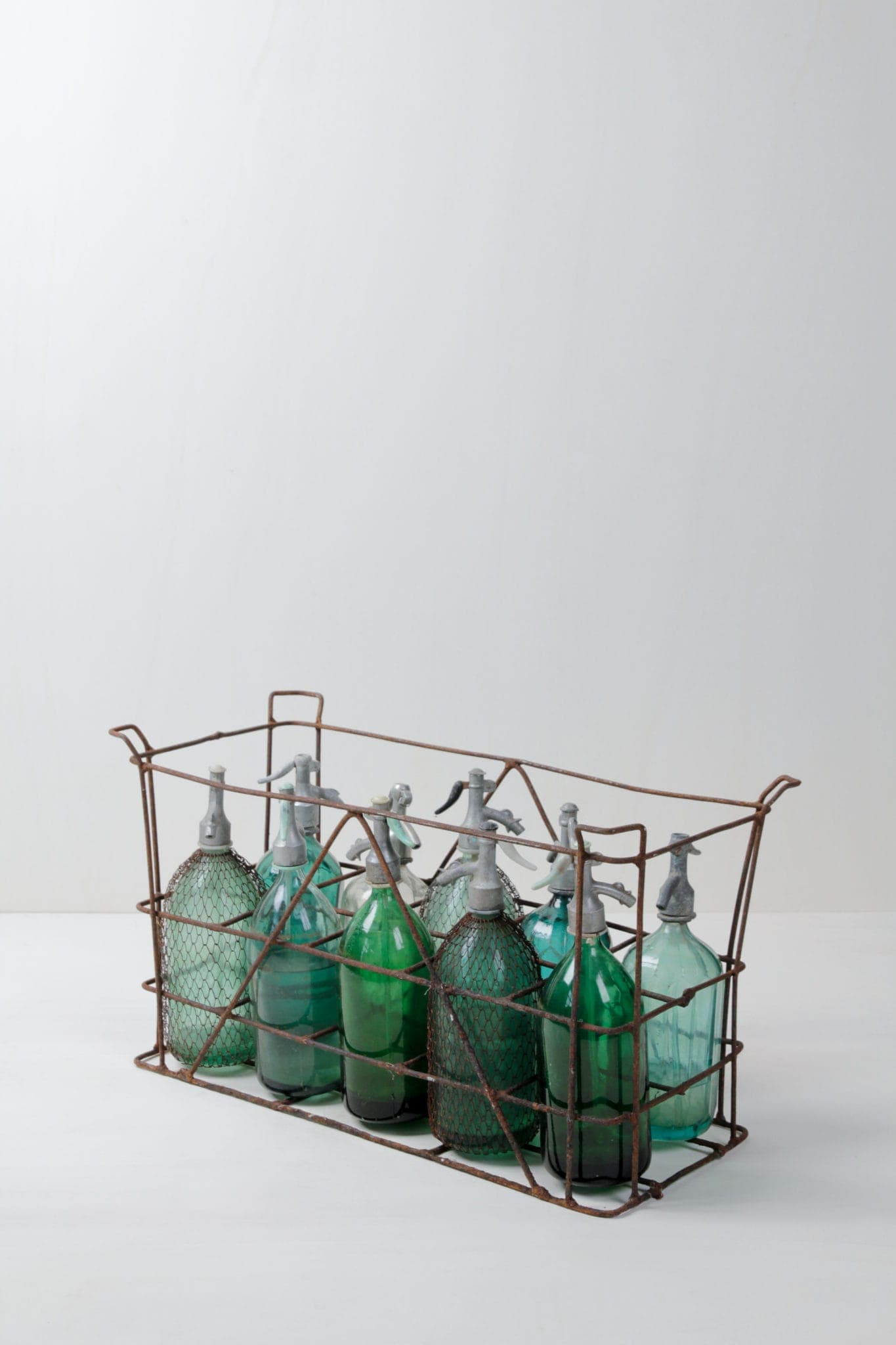 Soda Bottles Beltran | Beautiful vintage soda bottles in various shining colours. Also available as sets of ten in their original vintage crate. The perfect item for decoration. | gotvintage Rental & Event Design