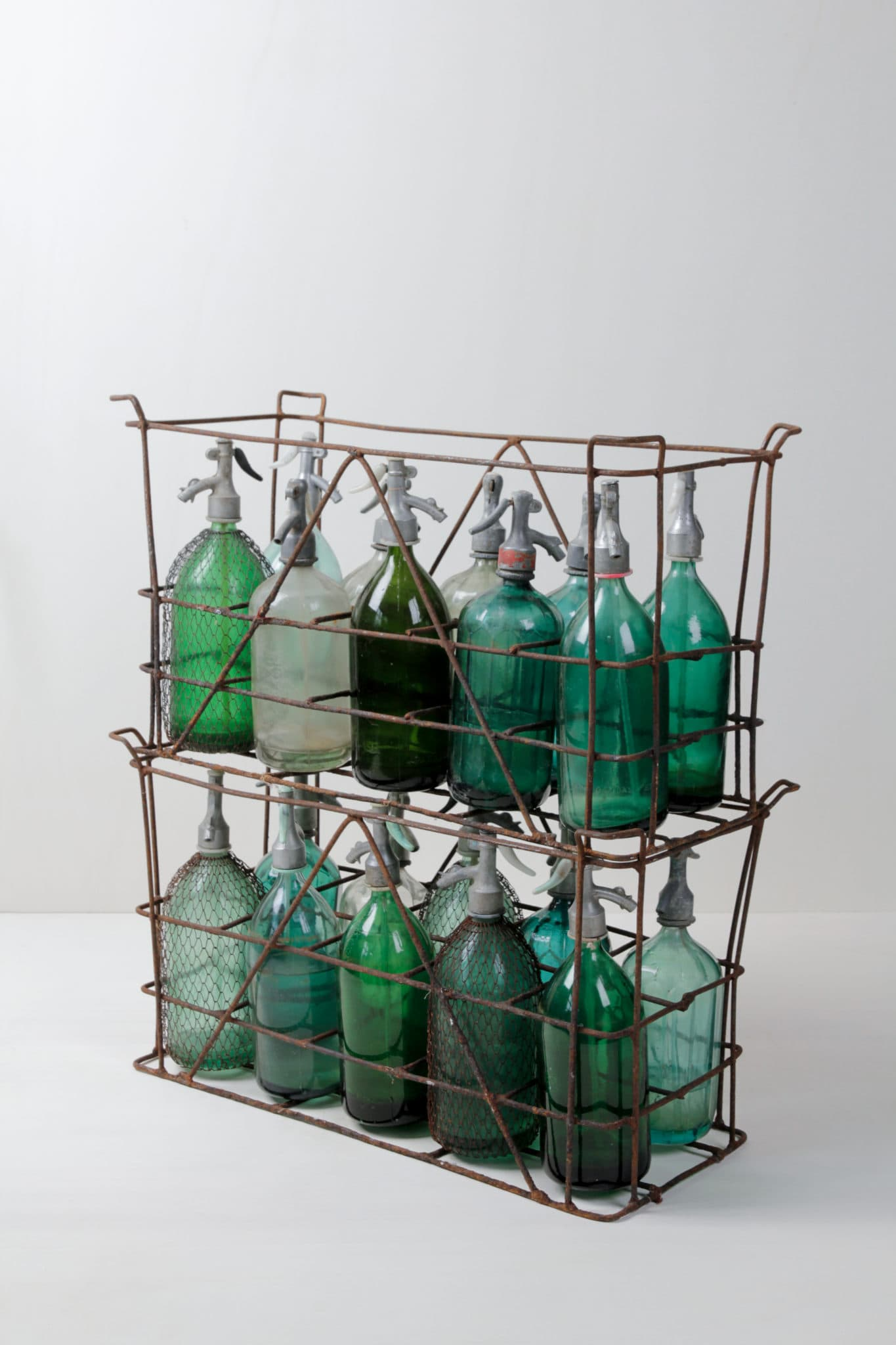 Soda Crate Tulio | Wonderful vintage soda bottles in their original metal crate. Impressive radiant colors of the bottles, which are also available separately. | gotvintage Rental & Event Design