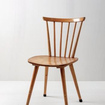 Sprossenstuhl Lorenzo | Sehr gut erhaltener 70er Jahre Sprossenstuhl mit geschwungener Lehne. | gotvintage Rental & Event Design