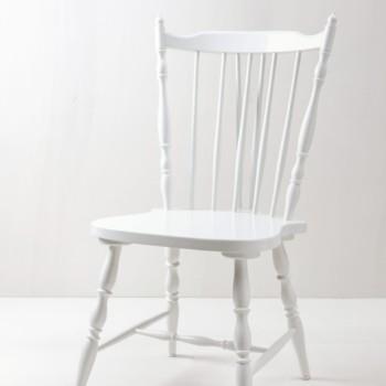 Sprossenstuhl Miriam | Sprossen-Bauernstuhl mit schöner Kontur. Weiß lackiert. | gotvintage Rental & Event Design