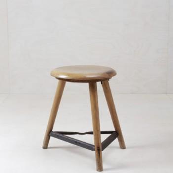Hocker Carlona | Holz Werkstatthocker für den beliebten Industrial Look. | gotvintage Rental & Event Design