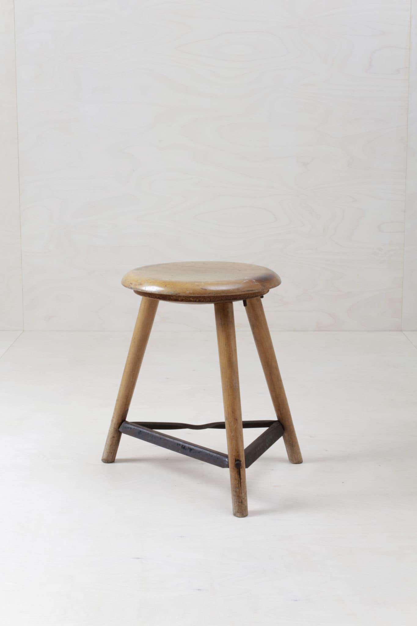 Mietmöbel, Vermietung, Holz Mobiliar, Holzhocker Vintage