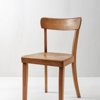 Kneipenstuhl Joan | Typischer Kneipenstuhl der 1960er Jahre, schönes Holz. | gotvintage Rental & Event Design