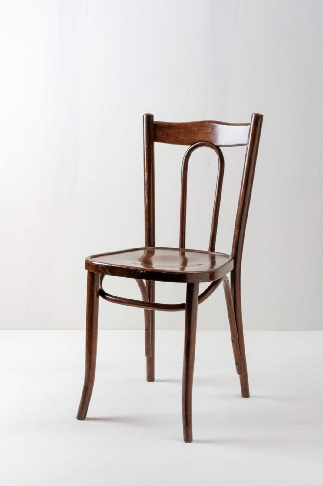 Thonet Holzstuhl Julio | Dunkler Thonet Stuhl, sehr schön aufgearbeitet.Sehr schöne, klassische Lehne. | gotvintage Rental & Event Design