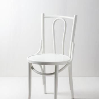 Thonet Stuhl Rosa | Seidenmatt weiß lackierter Thonet Stuhl. Ein Klassiker. | gotvintage Rental & Event Design