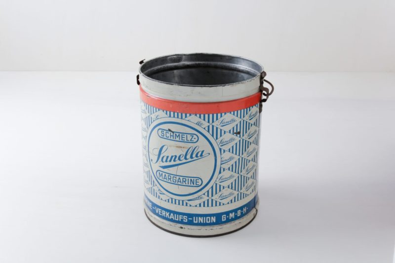 Tin Can Gerardo | Vintage margarine tub made from tin. | gotvintage Rental & Event Design