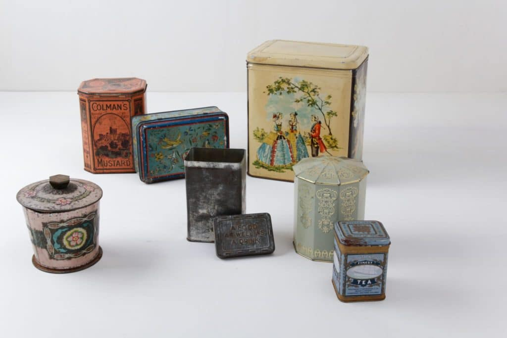 Tin Cans Claudio Mismatching | Various vintage mismatching tins. | gotvintage Rental & Event Design