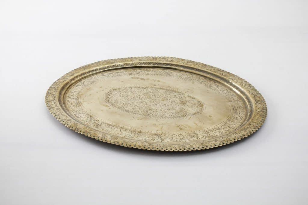 Tray Esteco Vintage | Round gold-coloured vintage tray for serving and decorating. | gotvintage Rental & Event Design