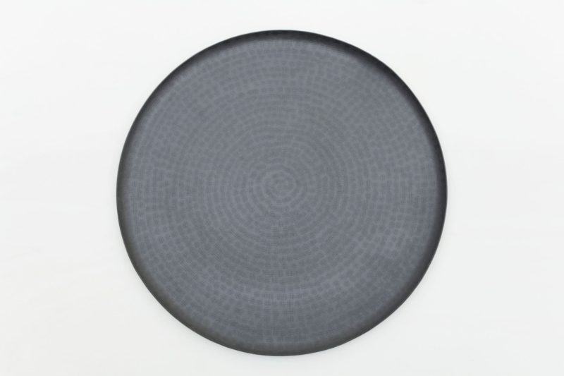 Rent black, round tray