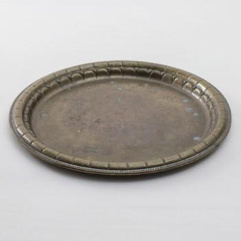 Tablett Otomana Vintage | Rundes, goldfarbenes vintage Tablett mit echter Patina zum Servieren und Dekorieren. | gotvintage Rental & Event Design