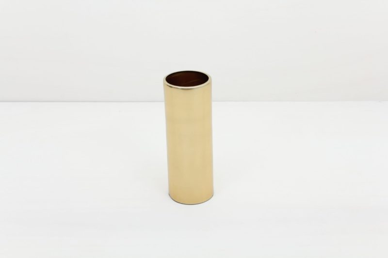 Vase Elisa Messing L   Vase Messing in Größe L. Lässt sich für einen modernen Touch ideal kombinieren mit weiteren Vasen und Teelichthaltern der gleichen Serie in verschiedenen Farben und Größen.   gotvintage Rental & Event Design