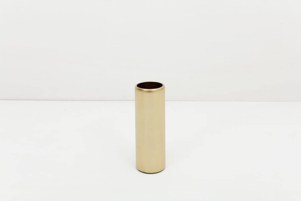 Vase Elisa Messing S | Vase Messing in Größe S.Lässt sich für einen modernen Touch ideal kombinieren mit weiteren Vasen und Teelichthaltern der gleichen Serie in verschiedenen Farben und Größen. | gotvintage Rental & Event Design