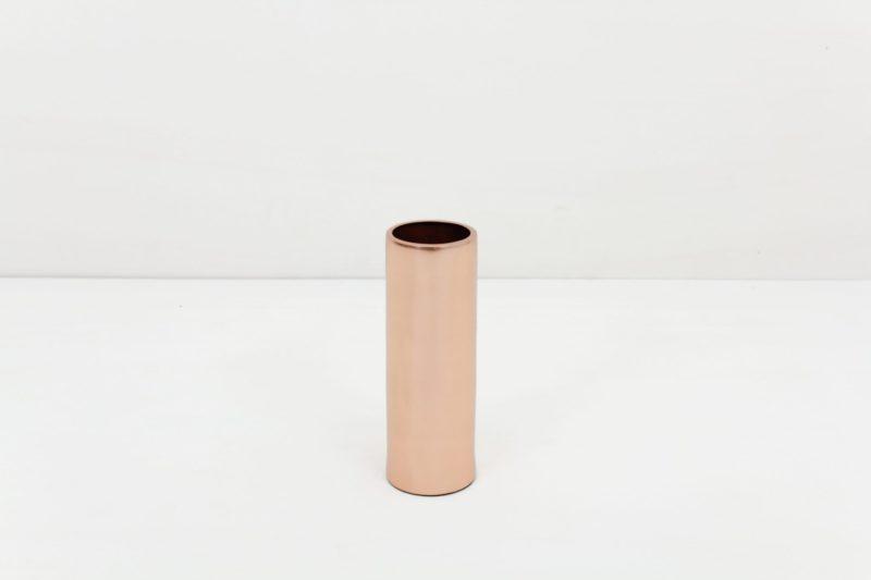 Vase Elisa Kupfer S | Vase Messing in Größe S. Lässt sich für einen modernen Touch ideal kombinieren mit weiteren Vasen und Teelichthaltern der gleichen Serie in verschiedenen Farben und Größen. | gotvintage Rental & Event Design