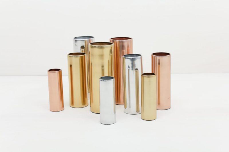 Vase Elisa Silber M | Vase silber in Größe M. Lässt sich für einen modernen Touch ideal kombinieren mit weiteren Vasen der gleichen Serie in verschiedenen Farben und Größen. | gotvintage Rental & Event Design