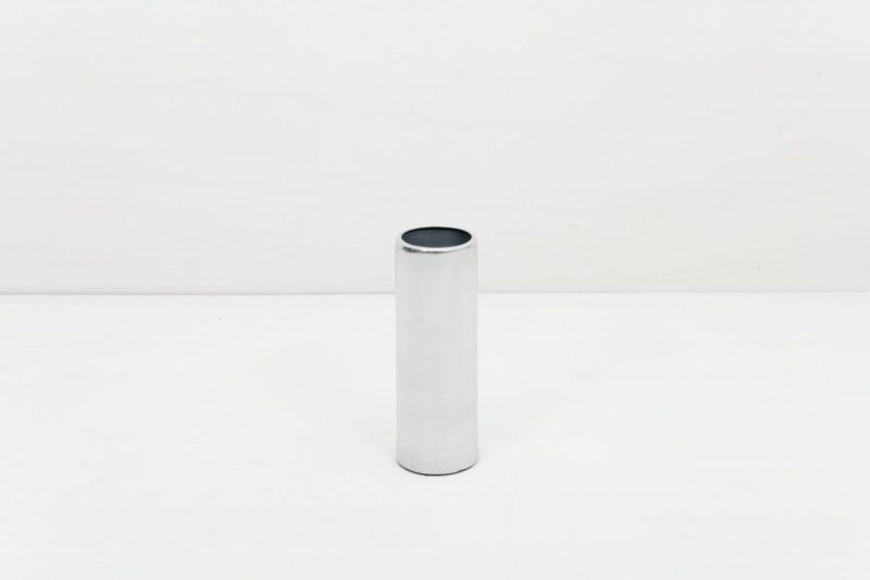 Vase Elisa Silber S | Vase silber in Größe S. Lässt sich für einen modernen Touch ideal kombinieren mit weiteren Vasen der gleichen Serie in verschiedenen Farben und Größen. | gotvintage Rental & Event Design