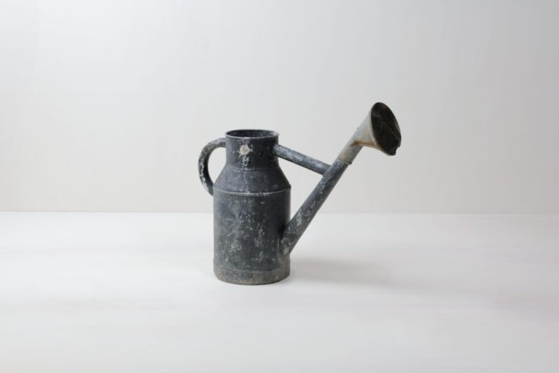 Watering Can Fausto | Vintage metal watering can with beautiful patina. | gotvintage Rental & Event Design
