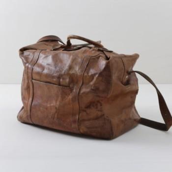 Weekender Roca Leder Braun | Echtes, altes Leder, dieser Weekender kommt direkt aus Argentinien und hat sicher schon viel in seinem Leben gesehen. Wunderbar als außergewöhnliche Deko zu nutzen. | gotvintage Rental & Event Design