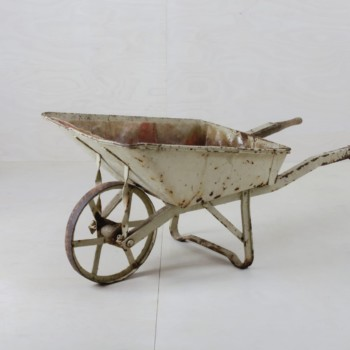 Wheelbarrow Quinta | Looks great filled with ice cubes and bottles at your next outdoor event. Comes with a waterproof tray for ice cubes. | gotvintage Rental & Event Design