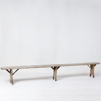 Holzbank Jeronimo | Sehr schöne Holzbank zum Sitzen. Gut geeignet für ein gemütliches Ambiente auf Gartenpartys. | gotvintage Rental & Event Design
