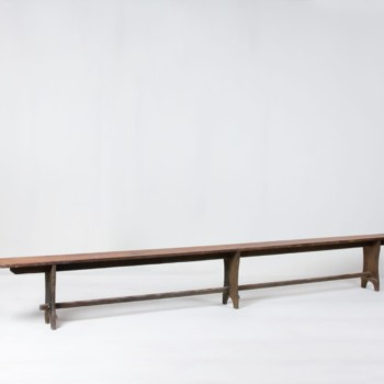 Wooden Bench Orlando | Bench made of dark wood. Very cozy for outdoor events with lots of space. | gotvintage Rental & Event Design