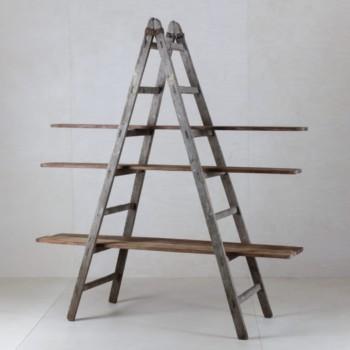 Holzbrett Zacarias Keramikfabrik | Schöne alte Holzbretter aus einer Keramikfabrik. Ideal in Kombination mit einer unserer Holzleitern.Bitte die Leiter separat bestellen. | gotvintage Rental & Event Design