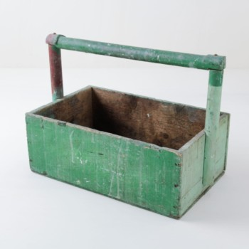Wooden Box Santiago | Green wooden box. Very functional for distributing goodies or for serving fruit or napkins. | gotvintage Rental & Event Design