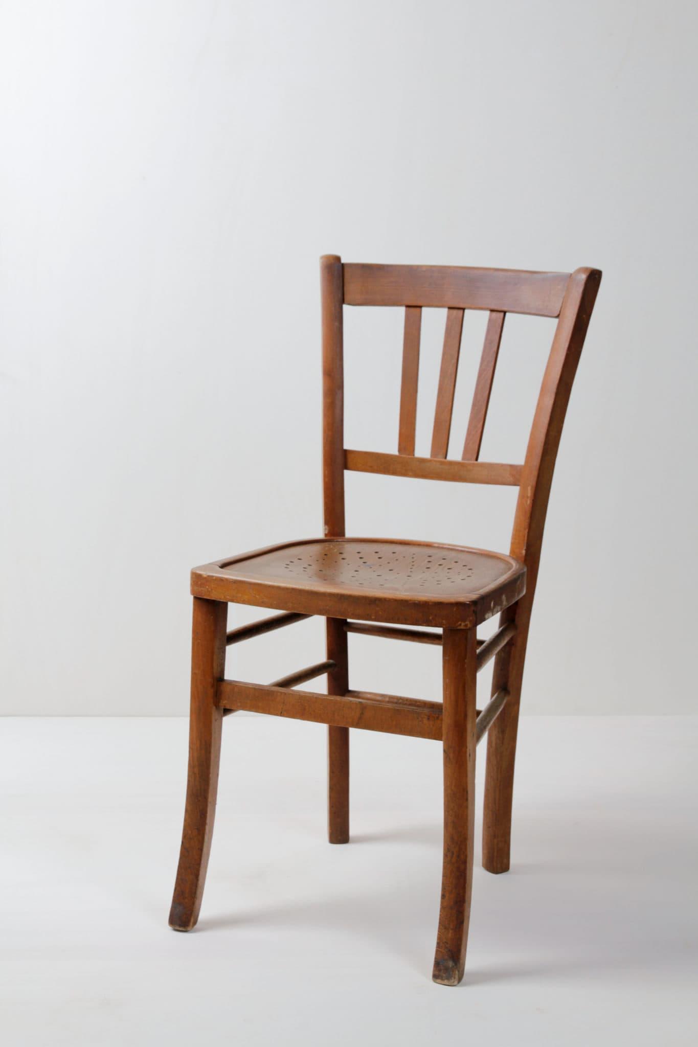 braune Holzstühle mieten. Eventmobiliar.